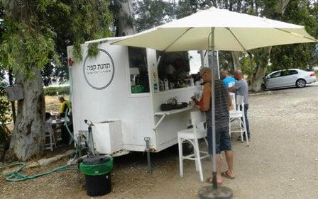 תחנת קפה בכפר יהושע